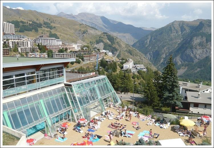 Vue terrasse solarium piscine orcieres